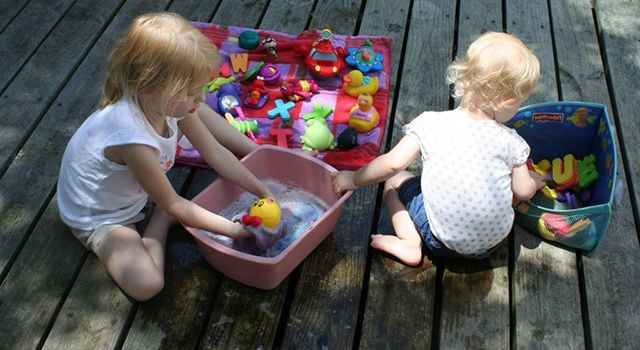 мыть игрушки